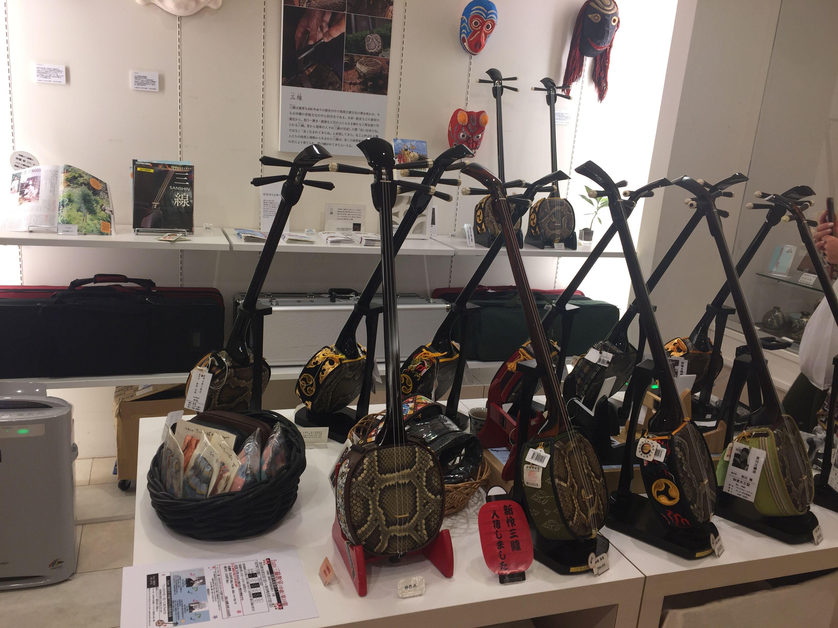 Народные инструменты в антенна-шопе «Гиндза Васита Шоп» префектуры Окинава - Информационное Агентство Промышленных Новостей